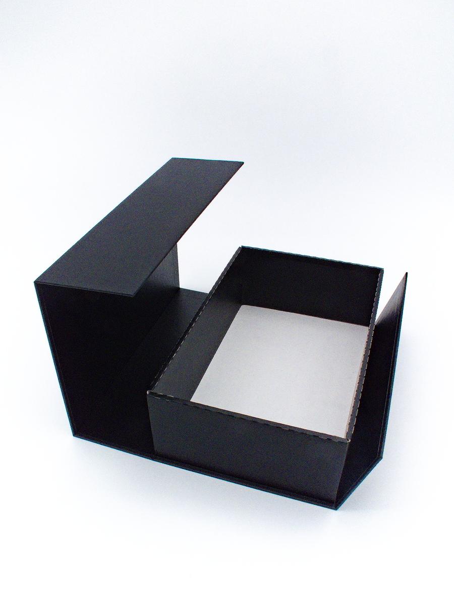Faltkarton matt-schwarz offen